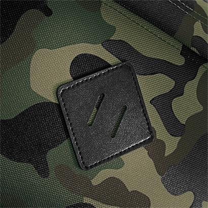 Kamouflagemönstrade ryggsäckar med brodyr eller tryck