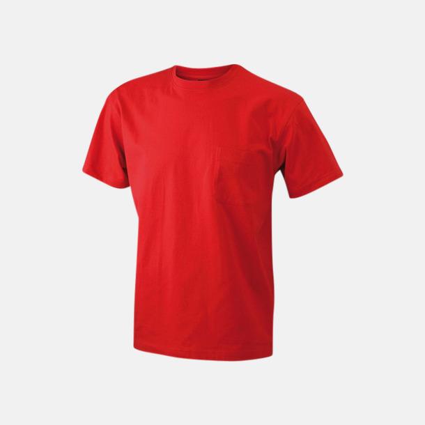 Röd T-shirts med bröstficka i matchande färg - med reklamtryck