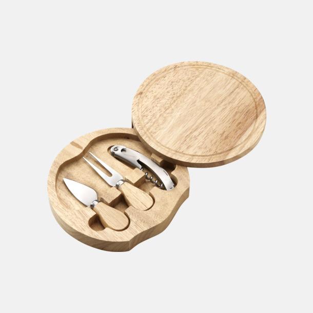Ostbricka och -låda innehållande 3 redskap - med egen gravyr