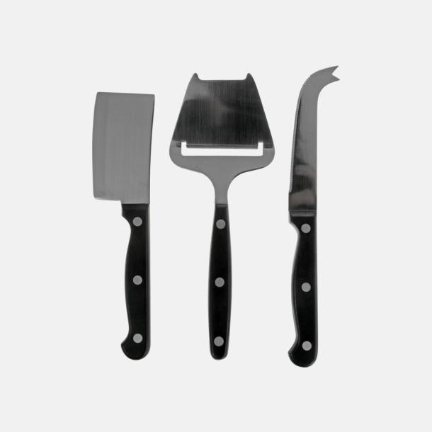Ostbricka och 3 knivar med egen gravyr