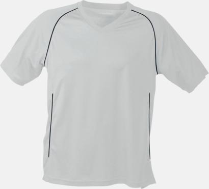 Vit T-shirt i funktionsmaterial med eget tryck