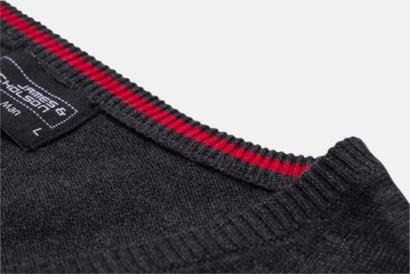 V-ringad pullover med eget tryck