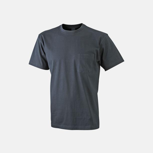 Svart T-shirts med bröstficka i matchande färg - med reklamtryck