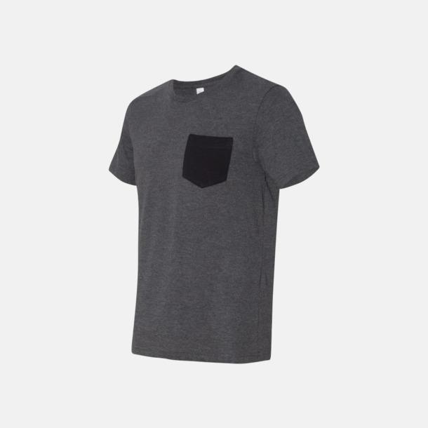 Dark Grey Heather/Svart Herr t-shirts med bröstficka i kontrasterande färg - med reklamtryck