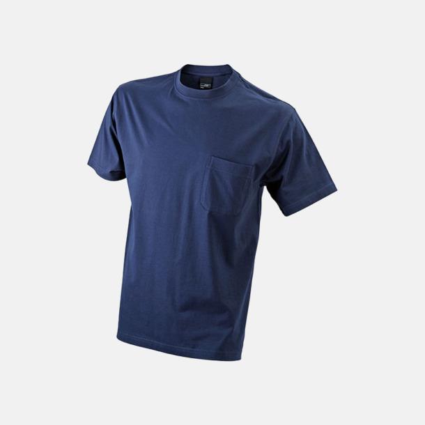 Marinblå T-shirts med bröstficka i matchande färg - med reklamtryck