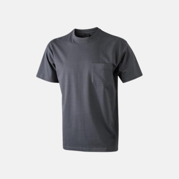 Graphite T-shirts med bröstficka i matchande färg - med reklamtryck