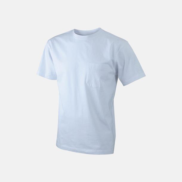 Vit T-shirts med bröstficka i matchande färg - med reklamtryck