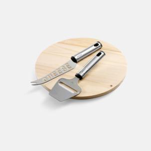 Ostbricka och 2 knivar med egen gravyr