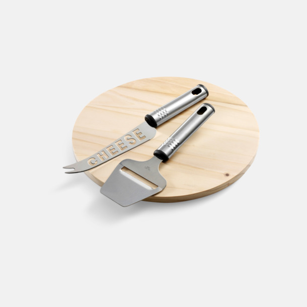 Ljust trä Ostbricka och 2 knivar med egen gravyr