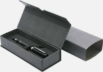 Magnetstängning med slipcase kolfiber (se tillval) Metallpennor med 360° reklammärkning