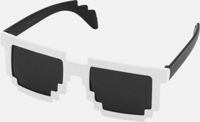 Vit / Svart Pixelinspirerade solglasögon med reklamtryck