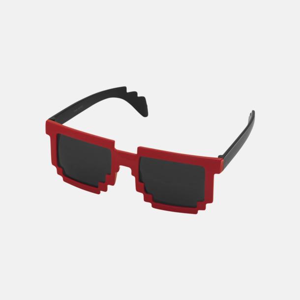 Röd / Svart Pixelinspirerade solglasögon med reklamtryck