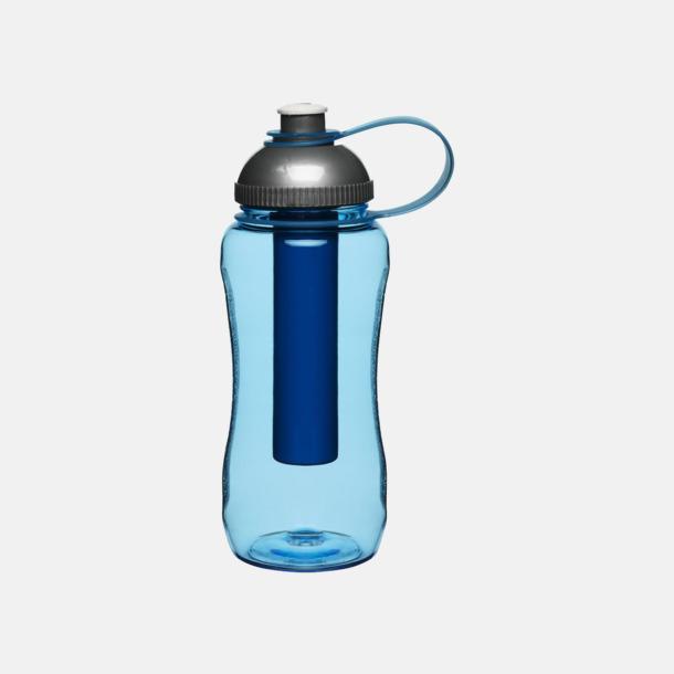 Blå Vattenflaska med iskolv från Sagaform hos oss på Medtryck