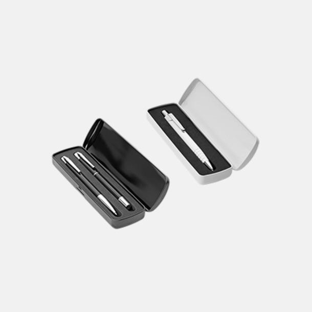 Metalletui 2 svart och 1 vit (se tillval) Plastpennor med silverspets med reklamtryck