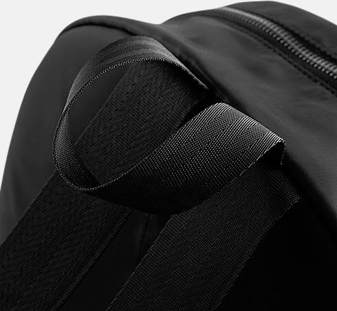 Små, mörka ryggsäckar med reklamtryck