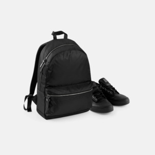 Mörka ryggsäckar med reklamtryck