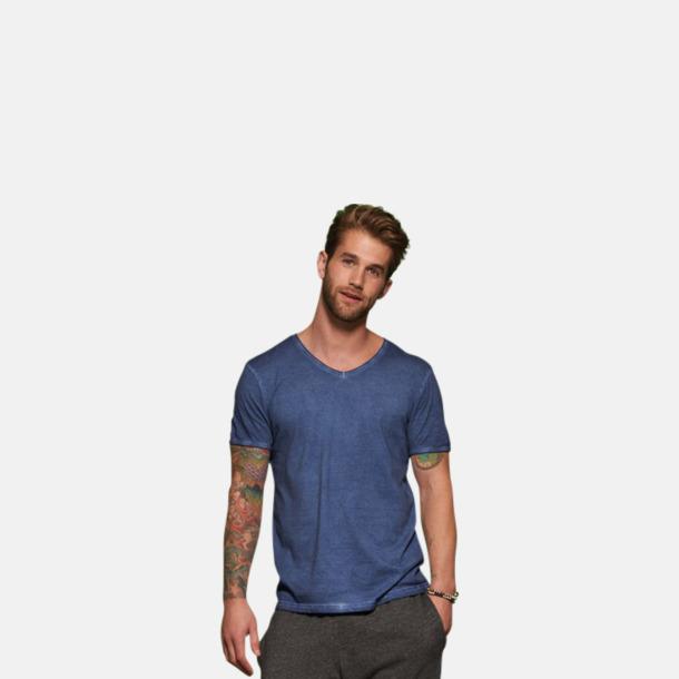 Trendiga v-neck t-shirts i herr- och dammodell med reklamtryck