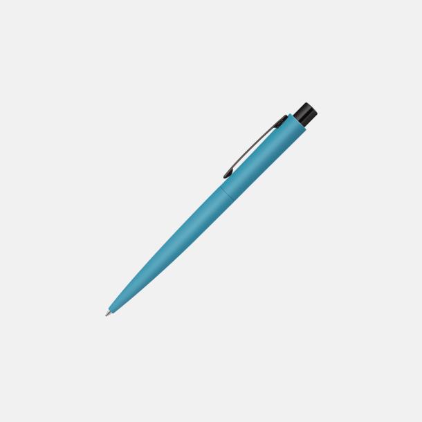 Ljusblå Soft touch metallpennor med blanka, svarta detaljer med reklamlogo